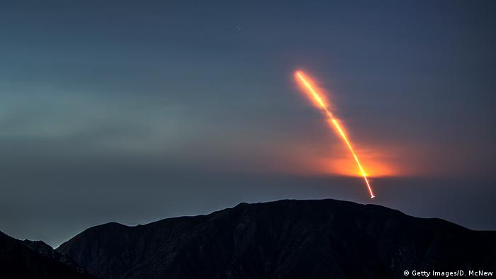 The Atlas 5 rocket carrying the Mars InSight probe launches from Vandenberg Air Force Base, as seen from the San Gabriel Mountains more than 100 miles away, on May 5, 2018, near Los Angeles, California (Getty Images/D. McNew)