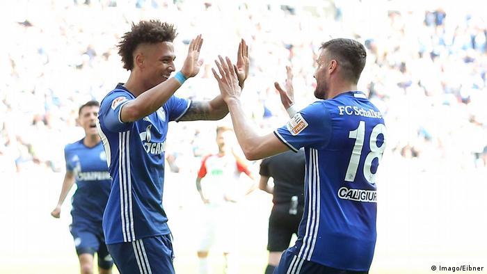 Fußball Bundesliga Augsburg Schalke Torjubel Kehrer