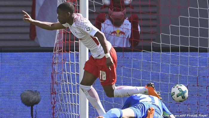 Ademola Lookman, 21, RB Leipzig (picture alliance/AP Photo/J. Meyer)