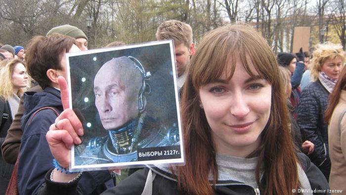 Участница митинга Он нам не царь в Санкт-Петербурге Александра.