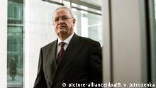 ARCHIV - Martin Winterkorn, ehemaliger Vorstandsvorsitzender von Volkswagen, verlässt am 19.01.2017 nach seiner Aussage als Zeuge zur Sitzung des Abgas-Untersuchungsausschusses den Deutschen Bundestages in Berlin. (zu dpa «Staatsanwaltschaft ermittelt gegen Winterkorn wegen Betrugsverdachts» vom 27.01.2017) Foto: Bernd von Jutrczenka/dpa +++(c) dpa - Bildfunk+++ | Verwendung weltweit
