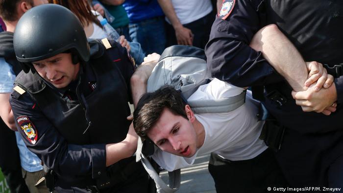 Задержание участника акции 5 мая в Москве