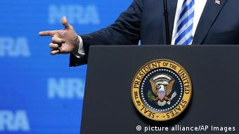 Η κίνηση των χεριών Τραμπ που εξόργισε
