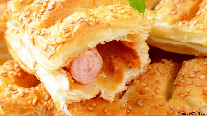 hot dog in a pastry puff (Imago/CTK Photo)