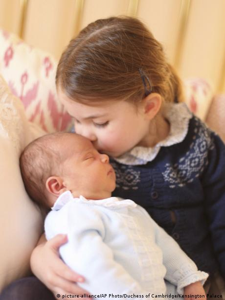 girl (Princess Cahrlotte) kisses baby Louis on head
