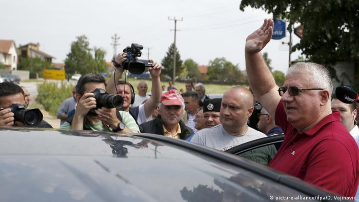 U skupštini Srbije sjedi i Vojislav Šešelj, iako je pred Haškim tribunalom osuđen na deset godina zatvora.