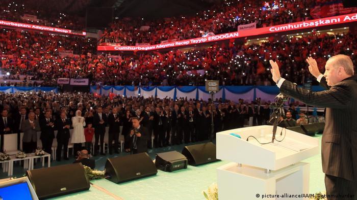 Cumhurbaşkanı Recep Tayyip Erdoğan partisi AKP'nin adayı