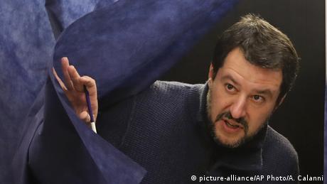 Глава МВС Італії закриє німецьким рятувальникам доступ до портів
