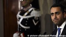 Five Stars Movement leader Luigi Di Maio leaves the Quirinale presidential palace after talks with Italian President Sergio Mattarella, in Rome, Thursday, April 12, 2018. Mattarella held today another day of consultations aimed at identifying whether any party or coalition can muster support to form a government after the March 4 election produced no majority in parliament. (AP Photo/Gregorio Borgia) |