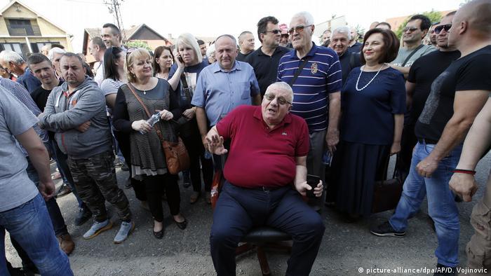 Vojislav Šešelj i njegove pristalice