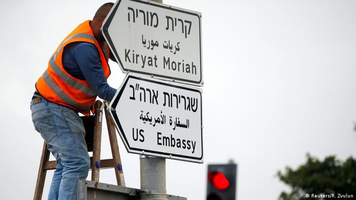 Sign pointing to the US Embassy in Jerusalem
