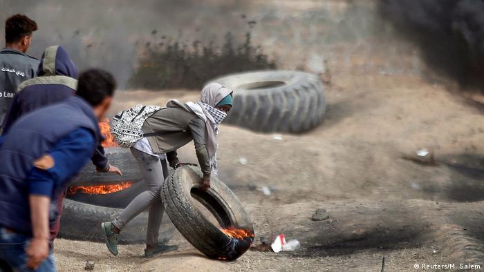 Frauen bei den Protesten an der israelischen Grenze im Gaza-Streifen (Reuters/M. Salem)