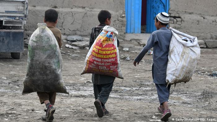 Afghanistan Mülldeponie am Shuhada-See in Kabul (Getty Images/AFP/D. Faget)