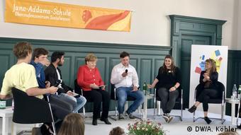 Merkel besucht Schule in Berlin (DW/A. Köhler)