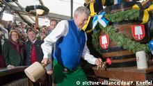 Deutschland Volksfeste | Dieter Reiter beim Oktoberfest 2015 (picture-alliance/dpa/P. Kneffel)
