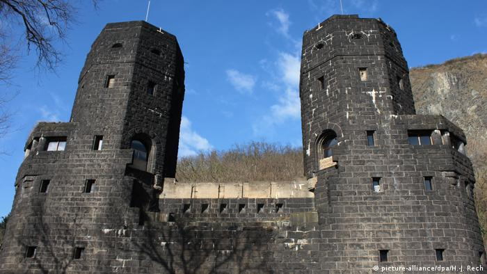 The eastern entrance to the Ludendorff Bridge in Remagen, Germany. (picture-alliance/dpa/H.-J. Rech)