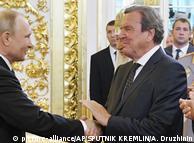 Герхард Шредер приветствует Владимира Путина с очередной инаугурацией
