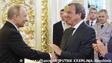 Russland Altbundeskanzler Schröder bei Putins Amtseinführung