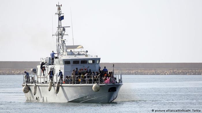 Libyen Küstenwache rettet hunderte Migranten
