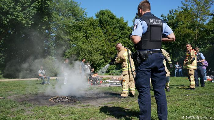 Vatrogasci gase vatre od roštilja, policija sve nadzire
