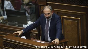 Никол Пашинян на парламентской трибуне