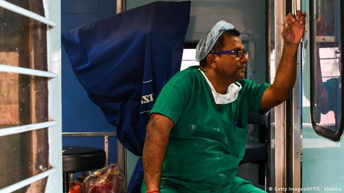 Indien Lifeline Express Krankenhaus auf Schienen (Getty Images/AFP/C. Khanna)