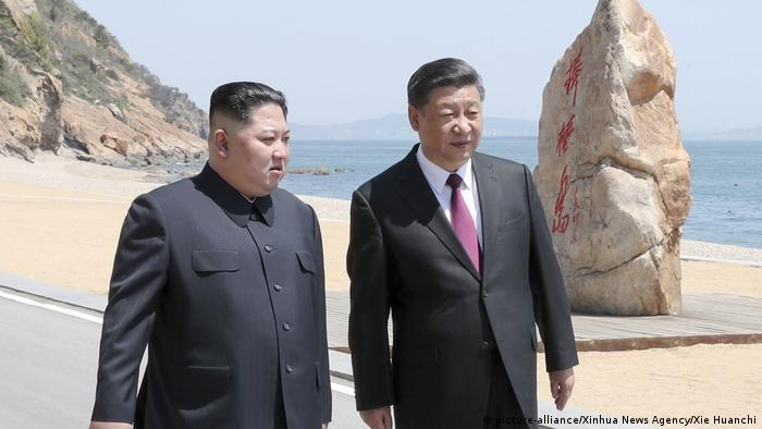 China Ministerpräsident Xi Jinping emfängt norkoreanischer Präsident Kim Jong Un (picture-alliance/Xinhua News Agency/Xie Huanchi)