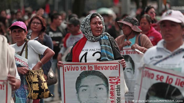 Mexiko Protest für Aufklärung der Morde an Studenten (picture-alliance/ZUMAPRESS/A. Leyva)