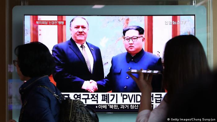 South Koreans watching Mike Pompeo shaking hands with Kim Jong Un (Getty Images/Chung Sung-Jun)