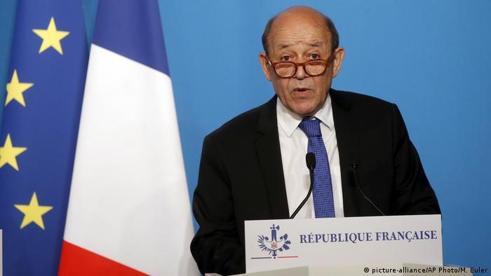 Frankreich Paris - Außenminister Jean-Yves Le Drian (picture-alliance/AP Photo/M. Euler)