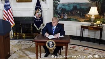 Ο Τραμπ υπογράφει το διάταγμα