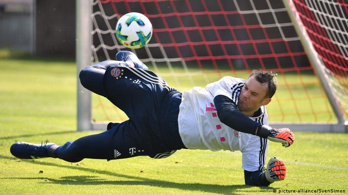 Manuel Neuer beim Training (picture-alliance/SvenSimon)