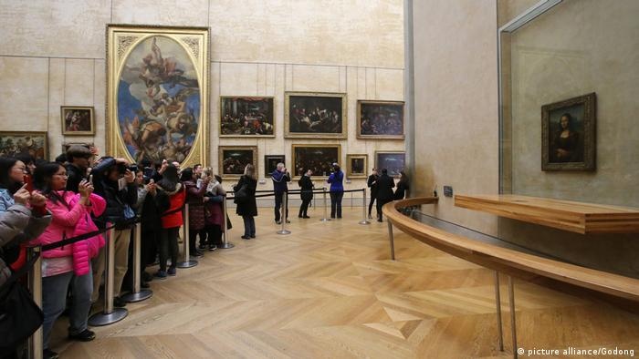 90% of visitors to the Louvre come to see the Mona Lisa's smile (picture alliance/Godong)