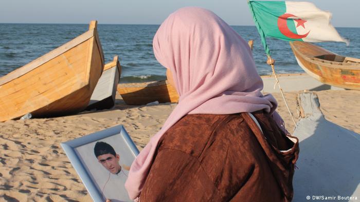 Algerien Mutter eines geheimen Einwanderers (DW/Samir Boutera)