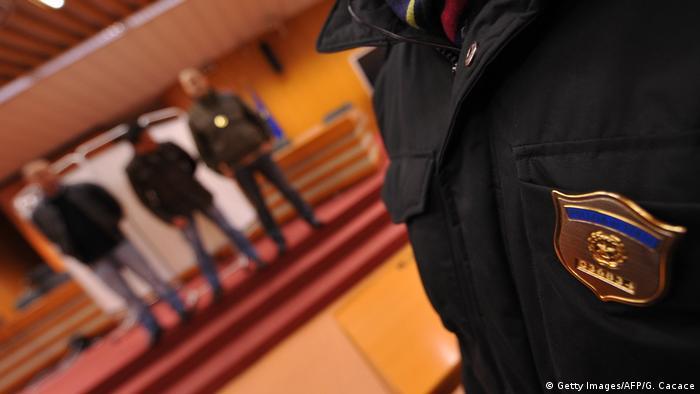 La Guardia de Finanza (Policía financiera italiana) ha arrestado a 91 miembros de la Cosa Nostra.