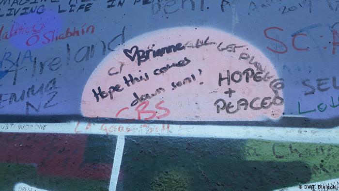 Irland | Graffiti auf der peace wall in Belfast