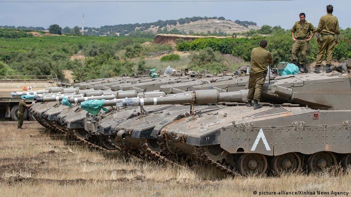 Israeli tanks in the Golan Heights (picture-alliance/Xinhua News Agency)