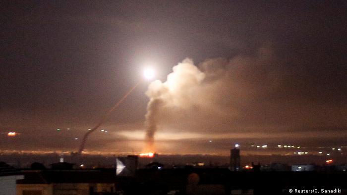 Syrien Raketen über Damaskus (Reuters/O. Sanadiki )