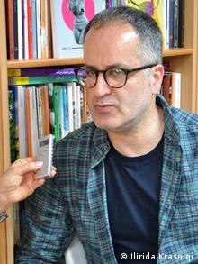 هادی خوجینیان، مدیر نشر مهری در لندن