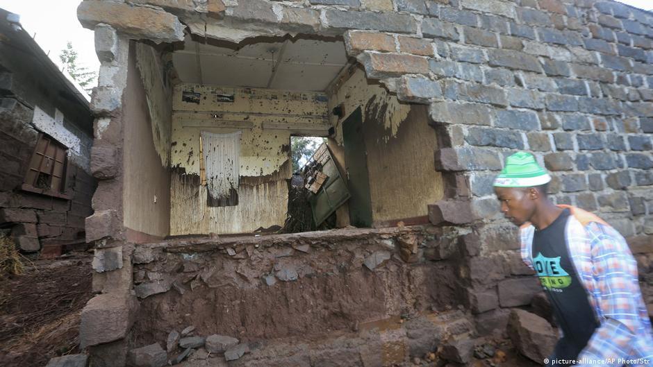 Kenyan dam bursts causing 'huge destruction' and deaths