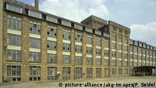 1985 Frankfurt am Main (Hessen), Adlerwerke (erbaut zwischen 1897/1912). Außenansicht des Fabrikgebäudes erbaut zwischen 1906 u. 1910/12. Foto, undat. (um 1985). |
