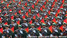 ARCHIV 2016 *** Iran's Revolutionary Guard troops march in a military parade marking the 36th anniversary of Iraq's 1980 invasion of Iran, in front of the shrine of late revolutionary founder Ayatollah Khomeini, just outside Tehran, Iran, Wednesday, Sept. 21, 2016. Iran's chief of staff of the armed forces said Wednesday a $38 billion aid deal between the United States and Israel makes Iran more determined to strengthen its military.(AP Photo/Ebrahim Noroozi) |
