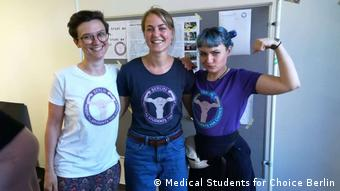 Medical Students for Choice pose together (Medical Students for Choice Berlin)