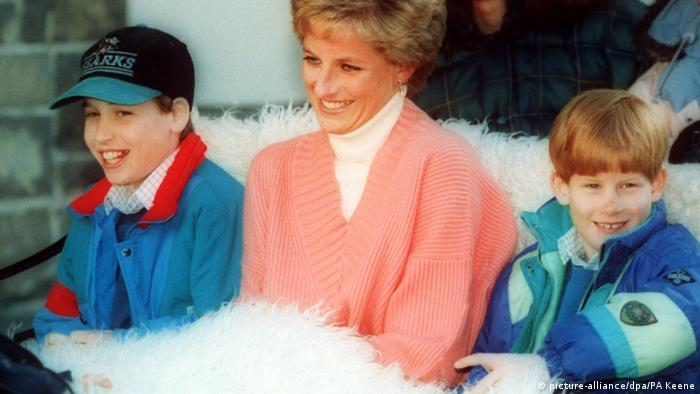 Lady Diana mit Harry und William (picture-alliance/dpa/PA Keene)