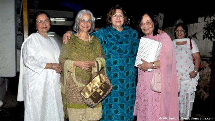 Nanda, Waheeda, Helen and Sadhana watch 'We Are Family' at Ketnav, Mumbai (Wikipedia/bollywoodhungama.com)