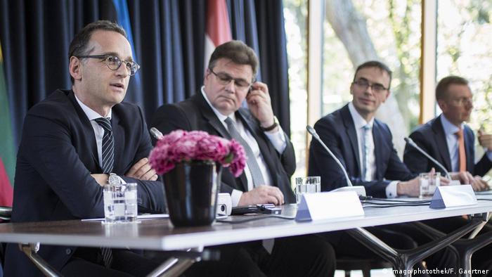 Bundesaußenminister Heiko Maas, Linas Antanas Linkevicius, Außenminister von Litauen, der Außenminister von Estland Sven Mikser und der Außenminister von Lettland (von links)