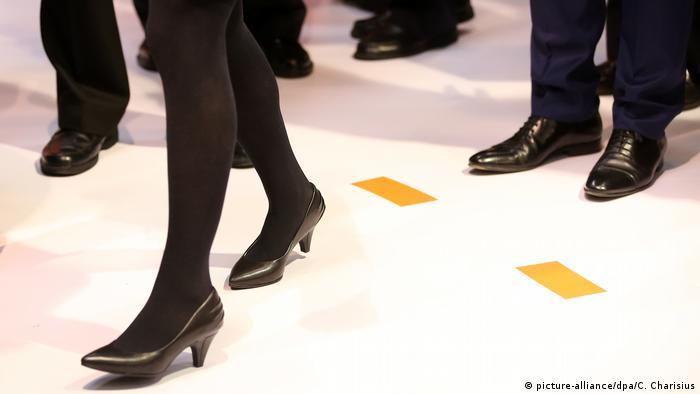 Illustration Frauen im Vorstand (picture-alliance/dpa/C. Charisius)