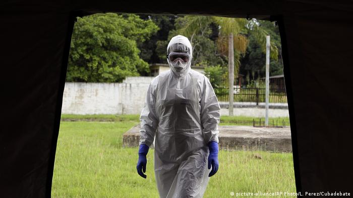 Kuba Ebola Trainingslager (picture-alliance/AP Photo/L. Perez/Cubadebate)