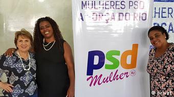 Alda Marco Antonio (esq.) coordenadora do PSD Mulher ao lado de mulheres negras em evento do partido