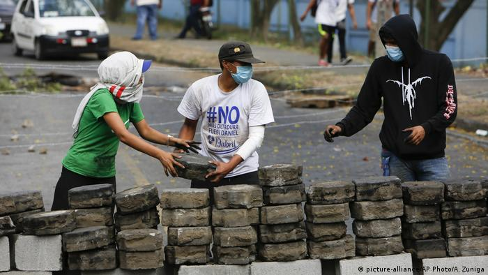 Protesters in Nicaragua established a road block
